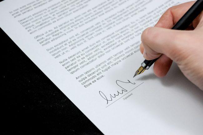 Umoaw pożyczki powinna zawierać najważniejsze informacje dotyczące pożyczkodawcy i kwoty.