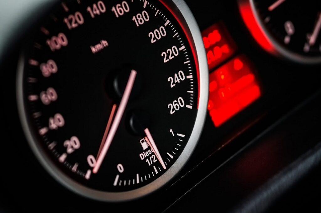 Pożyczka pod zastaw samochodu - na jakich warunkach?