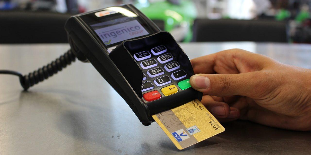 Jak wygląda wypłata gotówki w sklepie, czyli czym jest cashback?